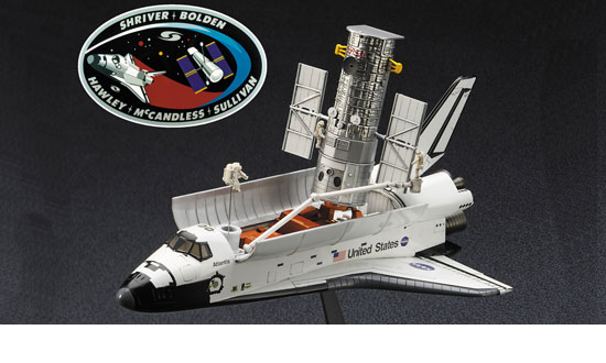 HUBBLE + SPACE SHUTTLE + Astronauts 1/200