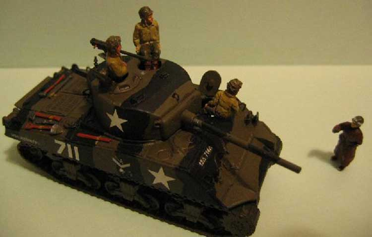 SHERMAN M4 A3 76 MM (2p) 1/72